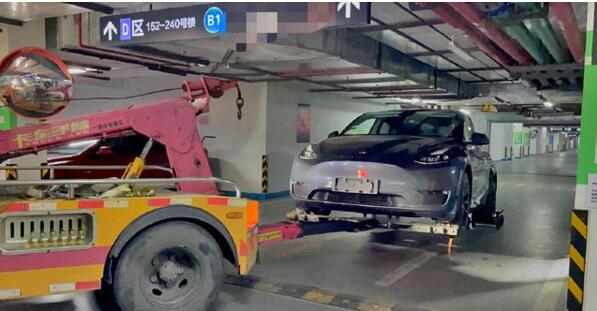 特斯拉Model Y提车一天就坏,拆车维修!用户权益咋保证?